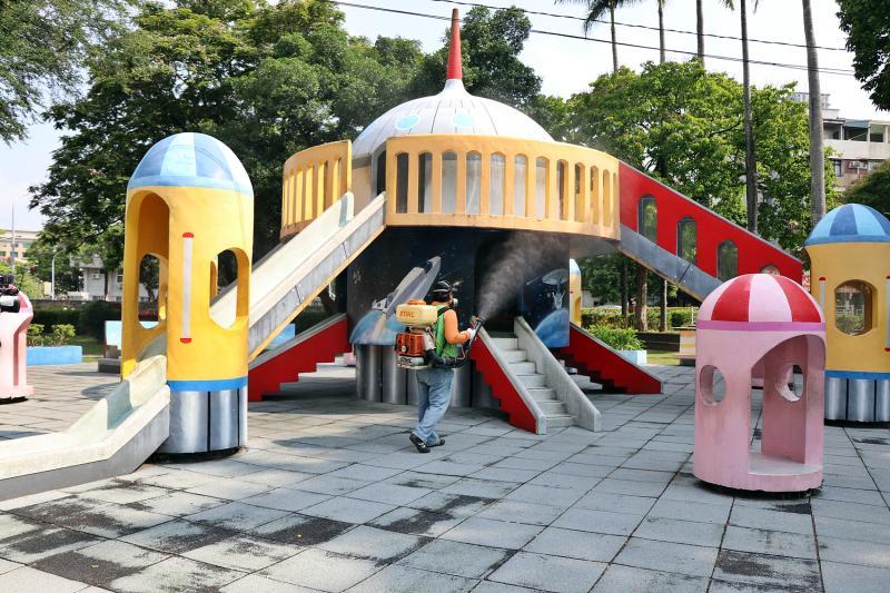 嘉義公園兒童遊具-太空城堡消毒