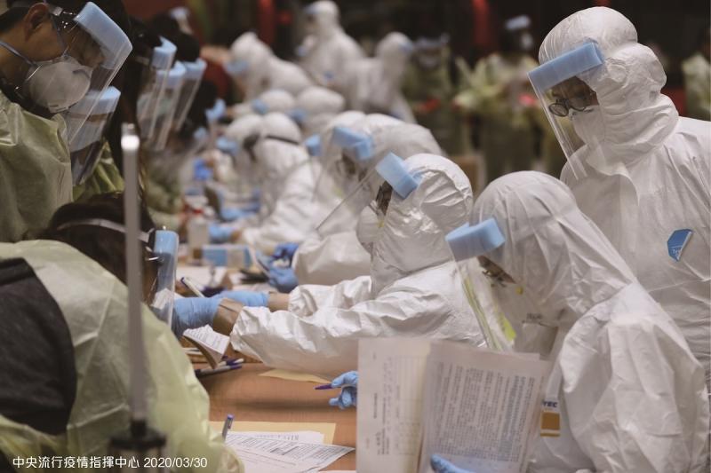 為何疫情攻不破台灣防線?網一面倒點「3關鍵」:做對了