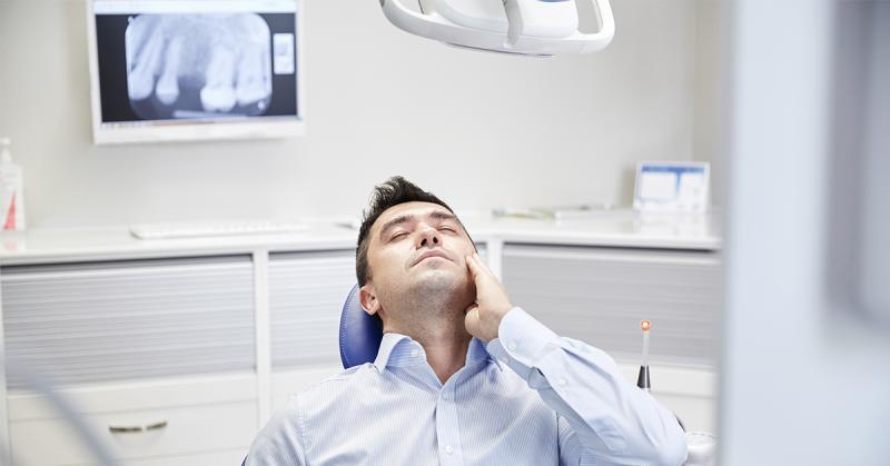 受疫情衝擊被迫休無薪假 趁此解決缺牙問題因禍得福
