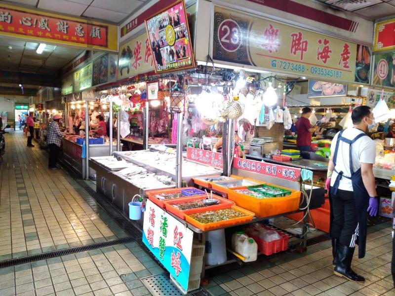 <br> ▲彰化縣衛生局通告各公所市場的攤販,必需全程佩戴口罩。(圖/記者陳雅芳攝,2020.04.20)
