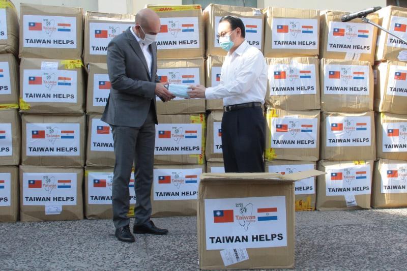 ▲台灣捐贈給友邦的口罩已陸續抵達。(圖/翻攝自巴拉圭衛生部推特)