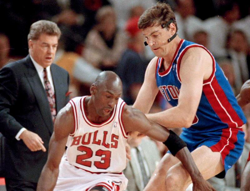 Bill Laimbeer防守Michael Jordan。(圖/美聯社/達志影像)