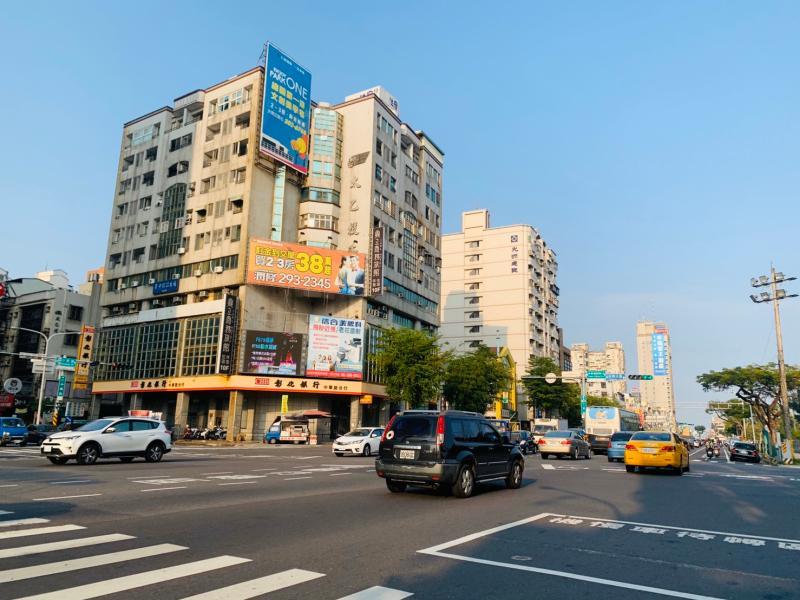 NOWNEWS0422_台南永康房貸申件數為全市最多(圖為未來平實轉運站所在的十字路口)。