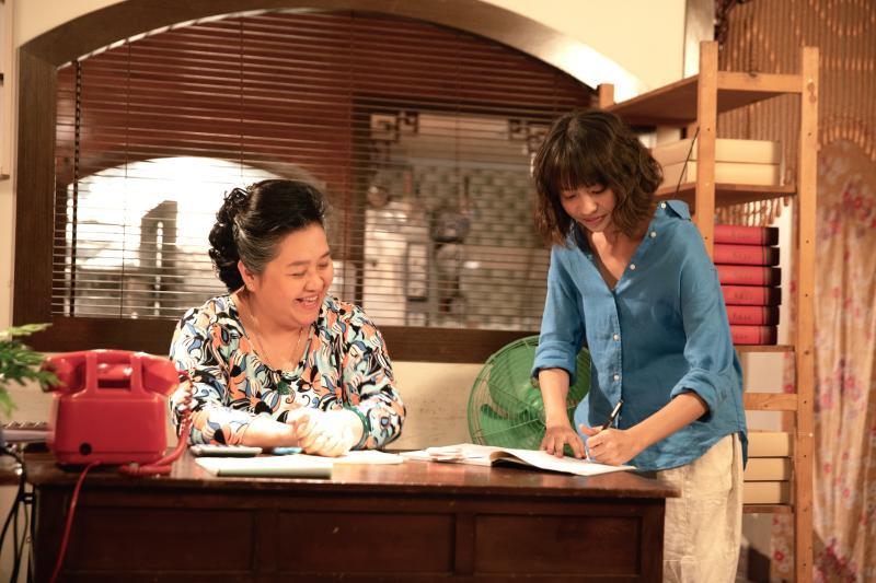 <br> ▲鍾欣凌(左)、黃姵嘉在《我的婆婆》劇中飾演一對關係不好的婆媳。(圖 / 公視提供)