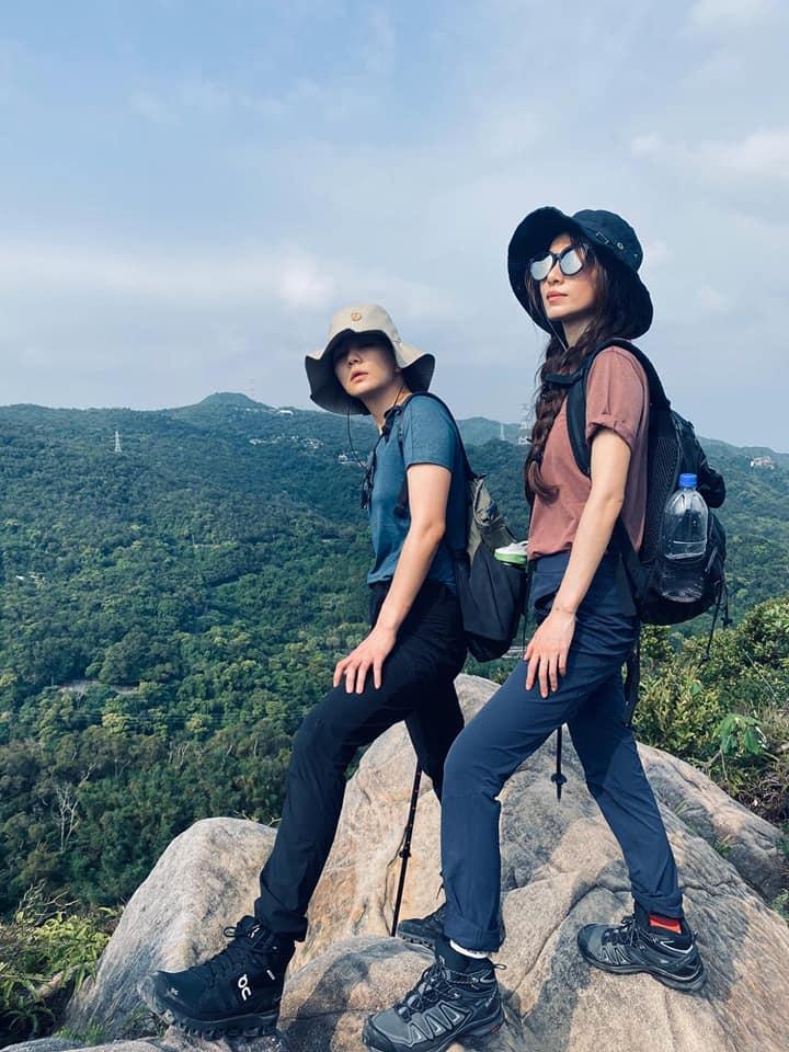▲Hebe分享與Ella的登山照。(圖/Hebe臉書)