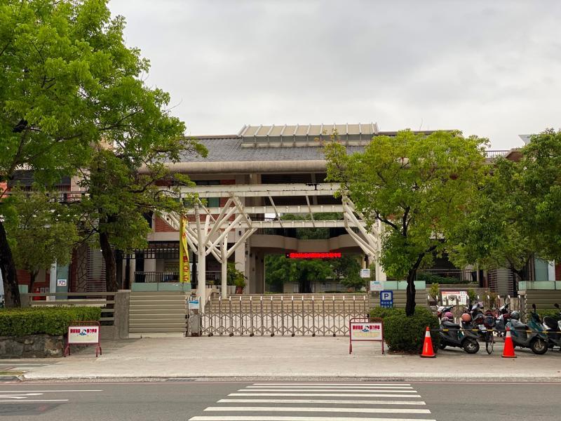 台南市自4月23日起,校園全面禁止開放