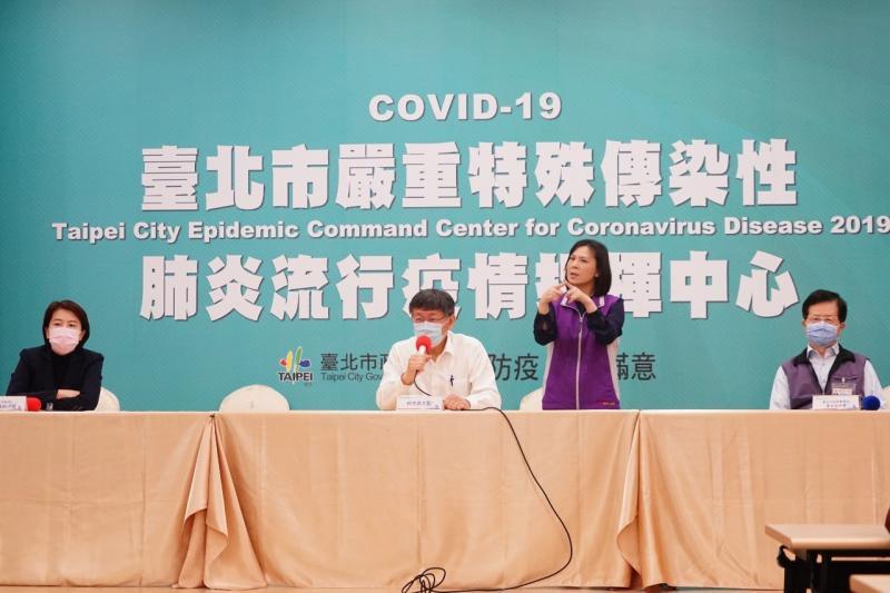 (左起)台北市副市長黃珊珊、市長柯文哲、衛生局長黃世傑。