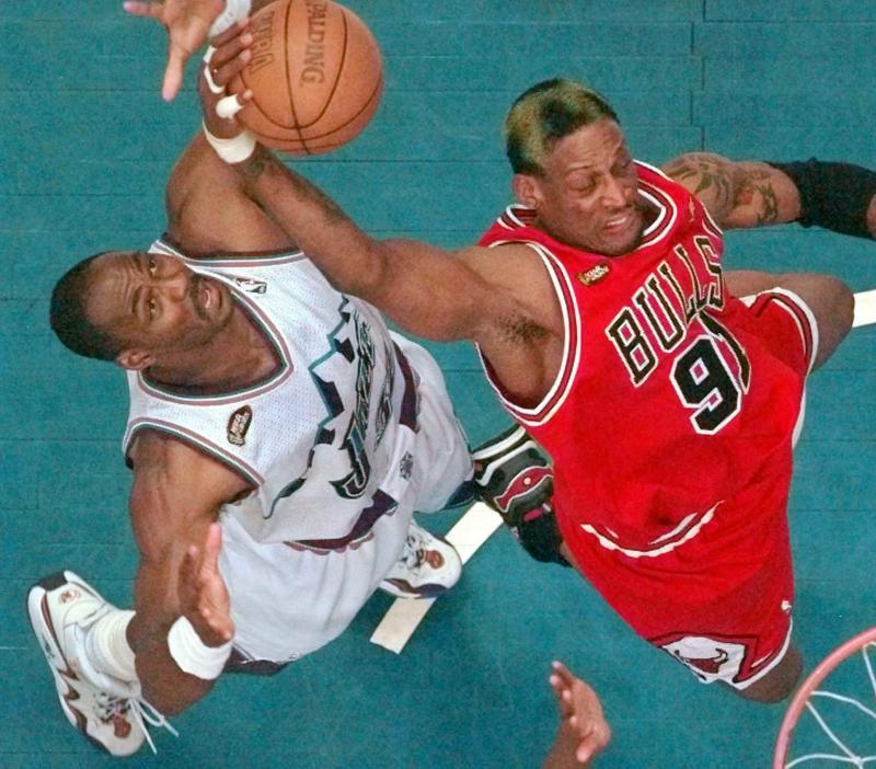 NBA/曾拍下羅德曼超經典撲球照 攝影師多年後吐露心聲