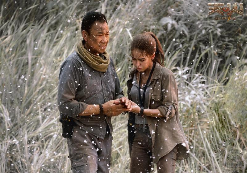 ▲王學圻(左)與昆凌上演父女情深。(圖/車庫)