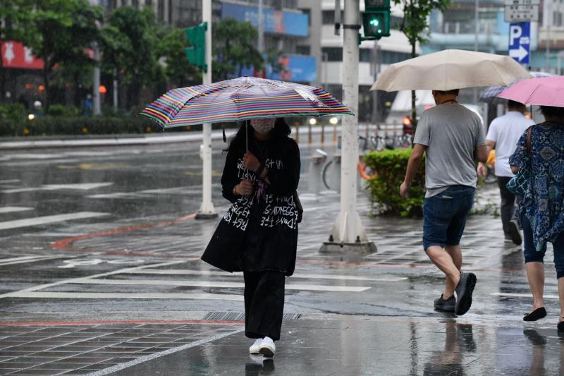 ▲中央氣象局針對四縣市發出大雨特報,明天開始氣溫稍回升,仍有短暫降雨機率。(圖/NOWnews資料照)