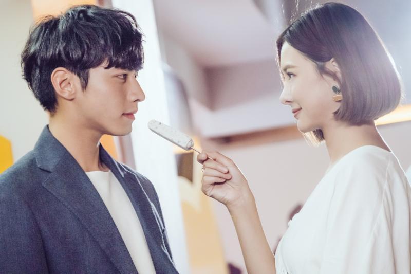 <br> ▲安心亞(右)跟宋柏緯在劇中不停放閃。(圖 / TVBS提供)
