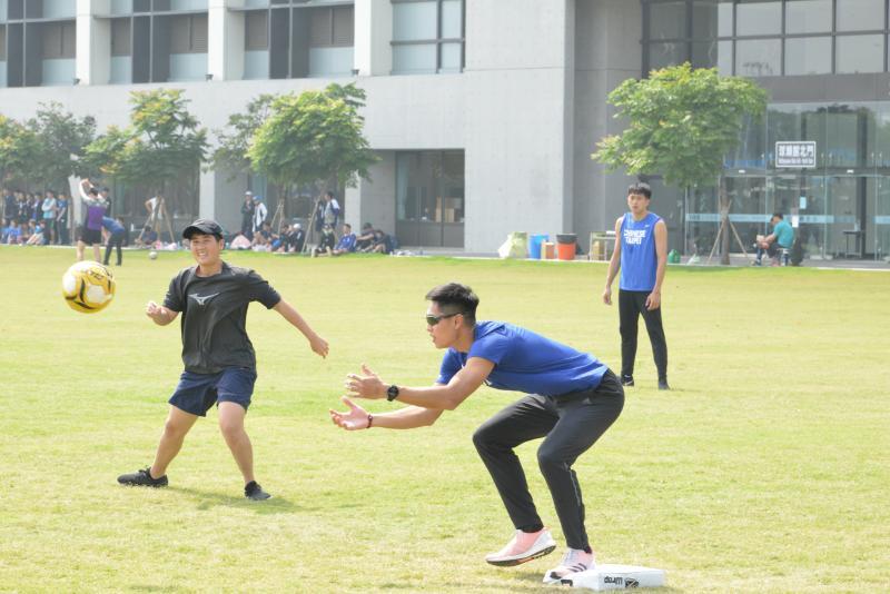 <br> ▲國訓中心舉行足壘球聯誼賽,「跨欄王子」陳傑。(圖/國訓中心提供)