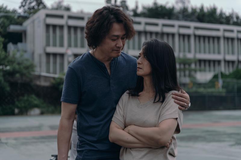 <br> ▲王識賢(左)在《誰是被害者》與謝瓊煖演夫妻。(圖 / Netflix提供)