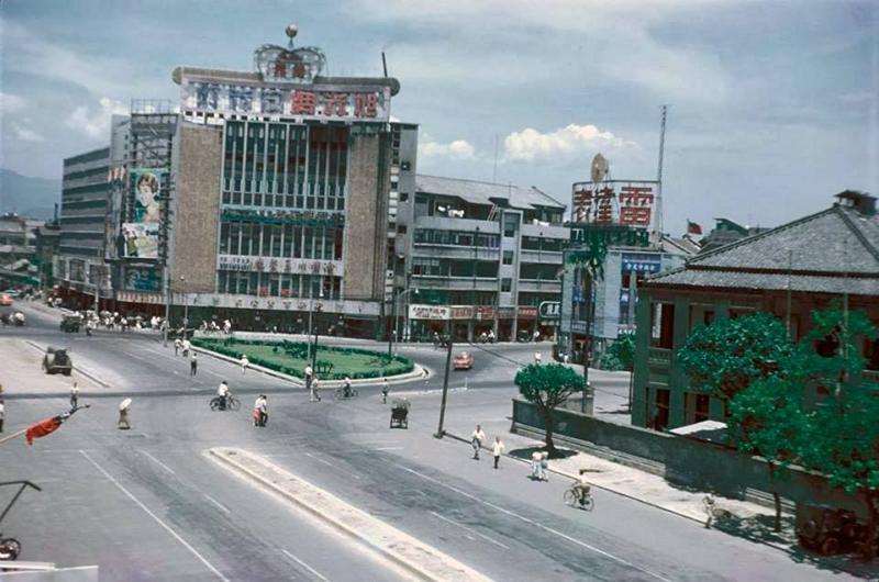 <br> ▲民國 45 年( 1956 ) 12 月 31 日,新生戲院落成。(圖/翻攝自臉書)