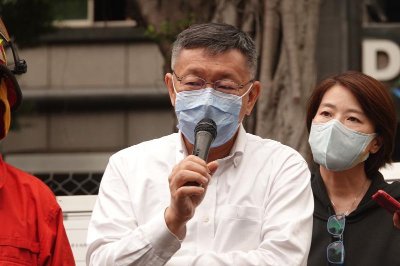▲台北市長柯文哲26日赴林森錢櫃火災現場勘查。(圖/記者林柏年攝)