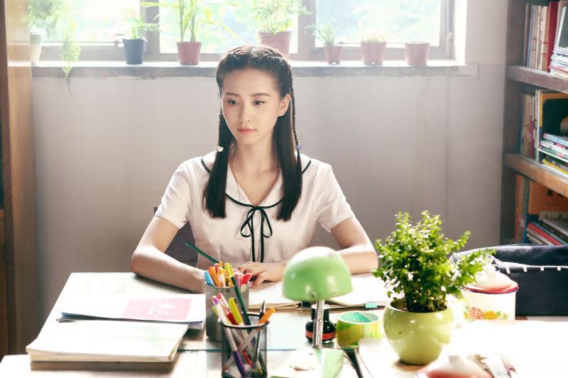 <br> ▲劉詩詩飾演高中生無違和。(圖 / 中天提供)