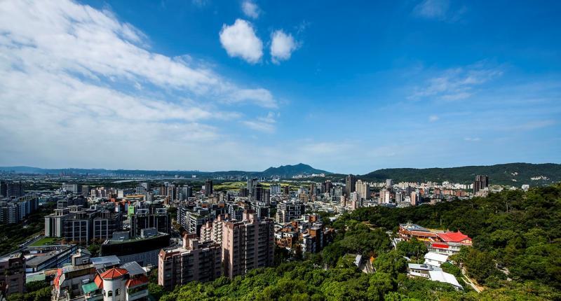 ▲台北市近郊北投一帶的環境,不僅享有離塵不離城好環境,與市中心高人口密度相比,擁有舒服的生活空間感。(圖/公關照片)