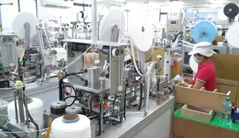 ▲為了提高台灣防疫能力,經濟部串起口罩廠、工具機與設備零組件廠商,組織「防疫國家隊」,淨新科技股份有限公司所生產的口罩,目前每日產能大約220多萬片。(圖/許哲銘提供)