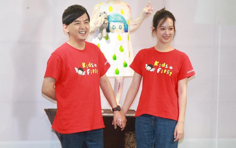 ▲黃子佼(左)和孟耿如(右)婚後第一次同台為家扶公益