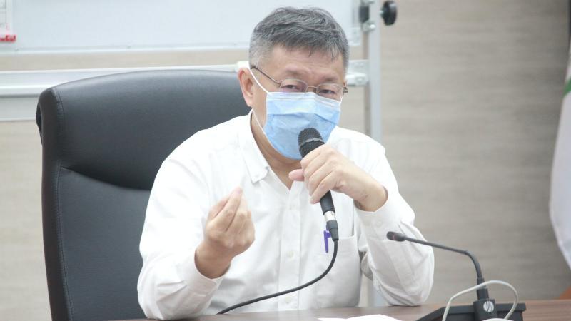 台北市長柯文哲28日表示,人民有守法的義務,不能沒抓到犯法的就怪政府。