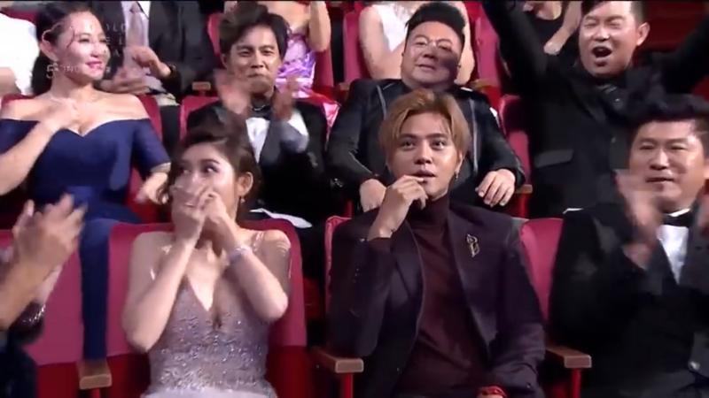 <br> ▲金鐘獎頒獎典禮時,謝忻與阿翔(後排左1左2)、羅志祥與愷樂(前排左1左2)4人意外同框。(圖/第54屆廣播電視金鐘獎Youtube)