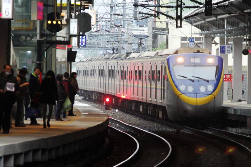 台鐵將更換道岔 這三站深夜班次受影響 最多誤點15分鐘