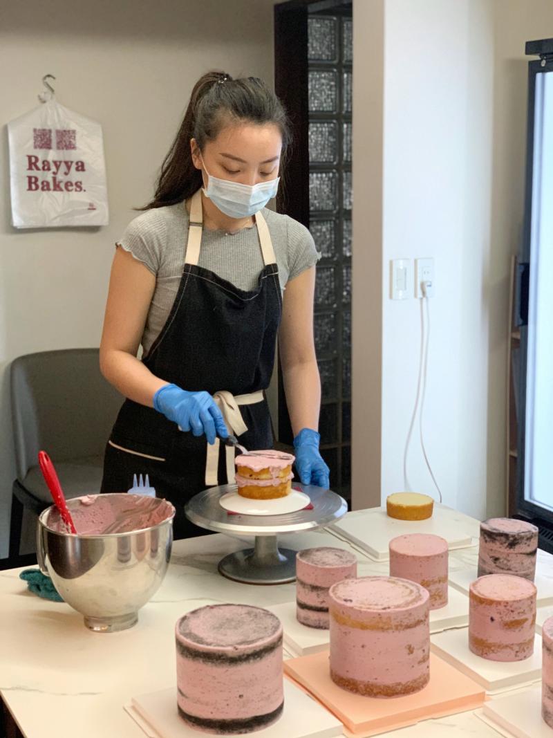 ▲李書維用心製作蛋糕,團隊成就獲得肯定(圖/治理科大提供)