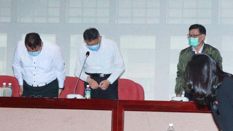 台北市長柯文哲,直到林森錢櫃火警發生後第三天(29日),才在國民黨市議員的邀請下,對火警受難者與家屬鞠躬道歉。