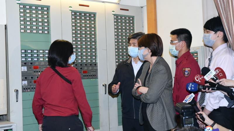 台北市副市長黃珊珊,在林森錢櫃火警發生後隔天(27日),前往錢櫃sogo店稽查消防安全設備。