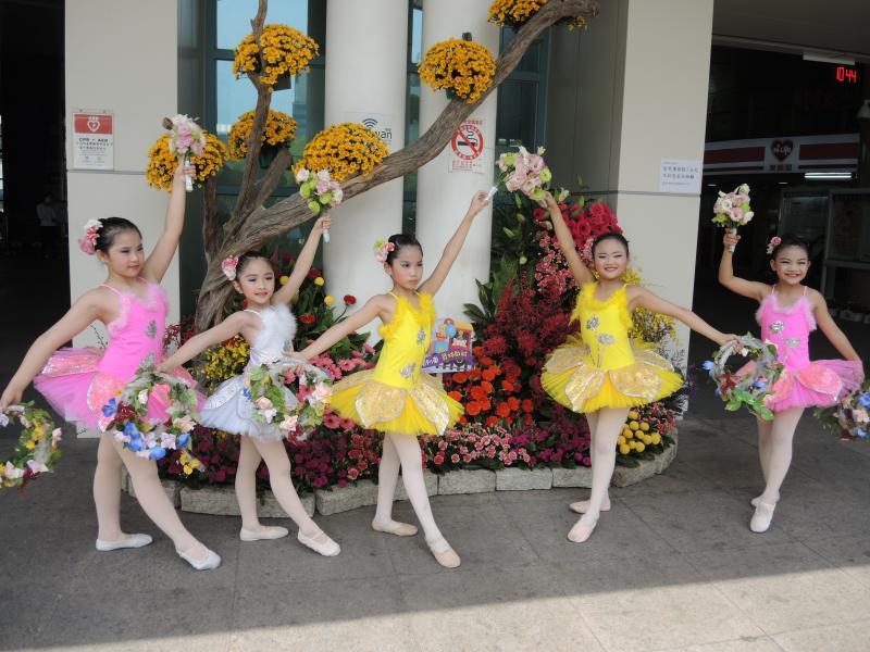 <br> ▲小花仙子舞蹈表演揭開「一馨向農、幸福城市、美麗啟航」會序幕。(圖/記者陳雅芳攝,2020.05.01)