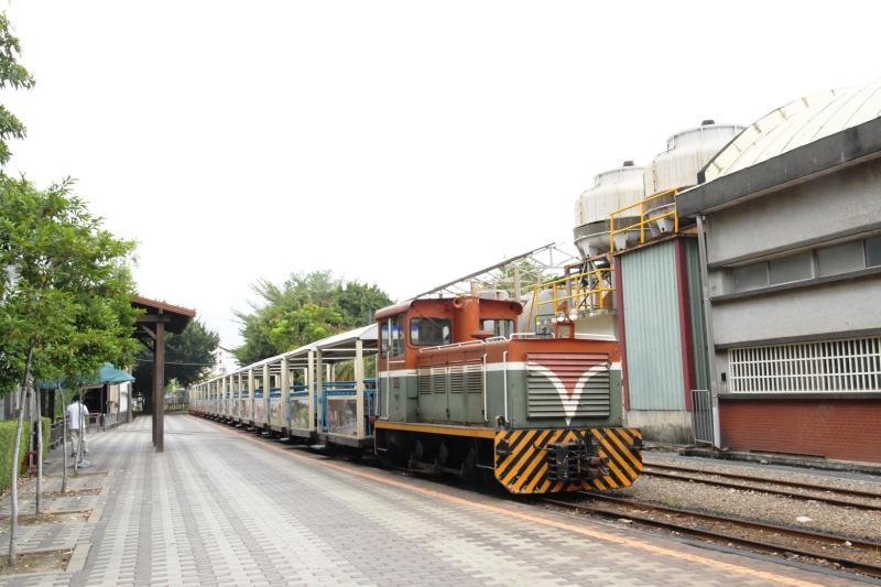 <br> ▲溪湖糖廠觀光小火車 以前台糖運送甘蔗原料,現今糖廠已經走向觀光旅遊業了,現在改載觀光客了。(圖/記者陳雅芳攝,2020.05.03)