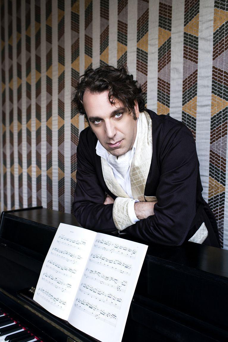 ▲▼岡薩雷斯以《琴聲下的唯美獨白》專輯,成功轉型跨界鋼琴音樂家,如今更有紀錄片發行。(圖/前景)