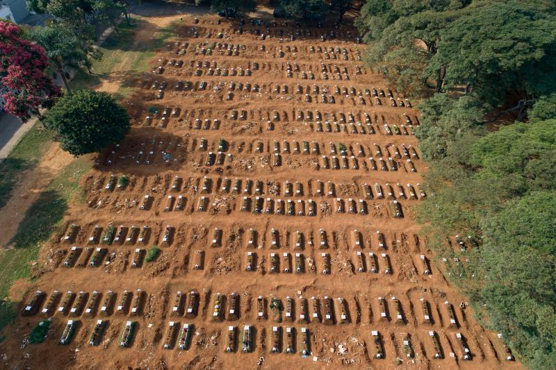 ▲由於新冠肺炎疫情爆發,巴西不少地區都在趕工挖掘墓穴。圖為近日聖保羅空拍。(圖/美聯社/達志影像)