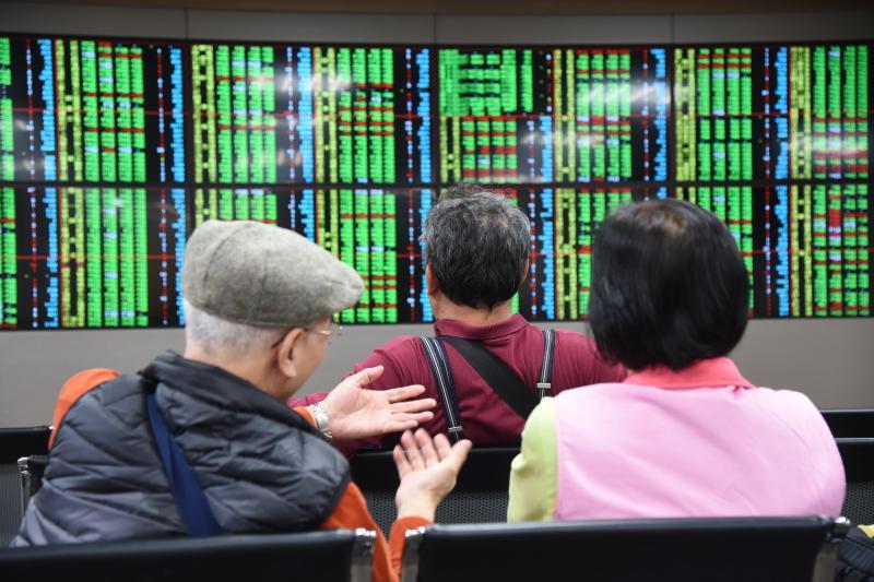 ▲美股上周連2日暴跌,讓台股面臨五一連假休市的補跌壓力。(圖/NOWnews資料照片)