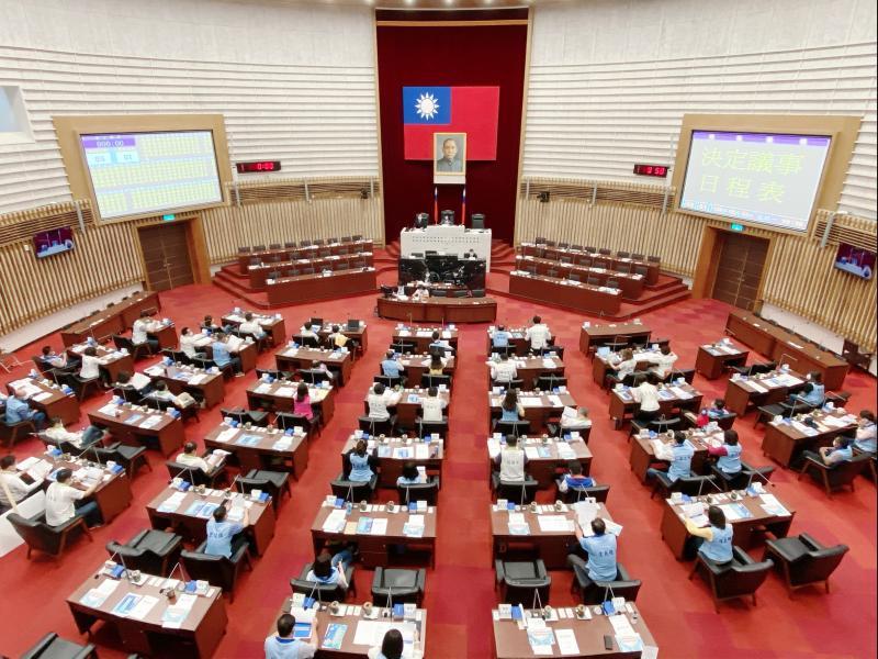 國民黨團否決議員質詢 林智鴻批「讓高雄成為<b>戒嚴</b>城市」