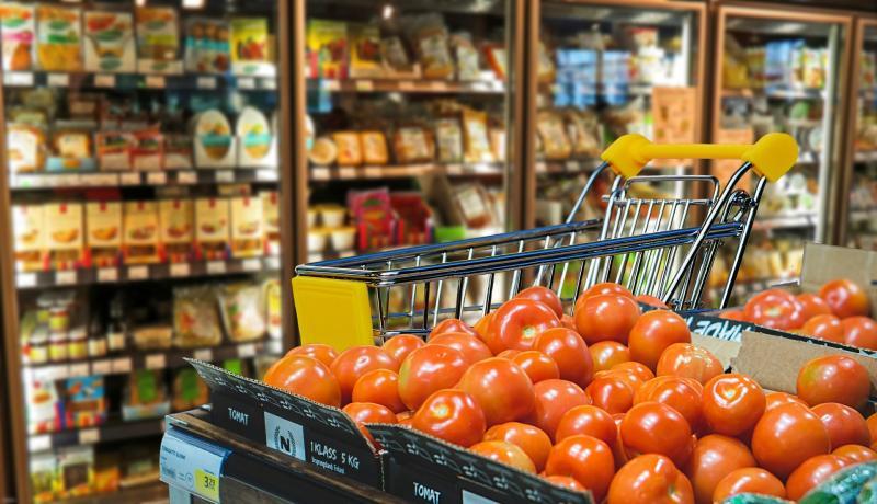 ▲到超市買葉菜類,是不是真的超「盤」?貼文曝光引發熱議,卻有一派網友點出超市買菜的「無敵優勢」。(示意圖/翻攝自