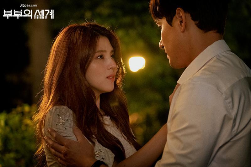▲韓素希在《夫婦》中飾演最美小三呂多景。(圖/JTBC)