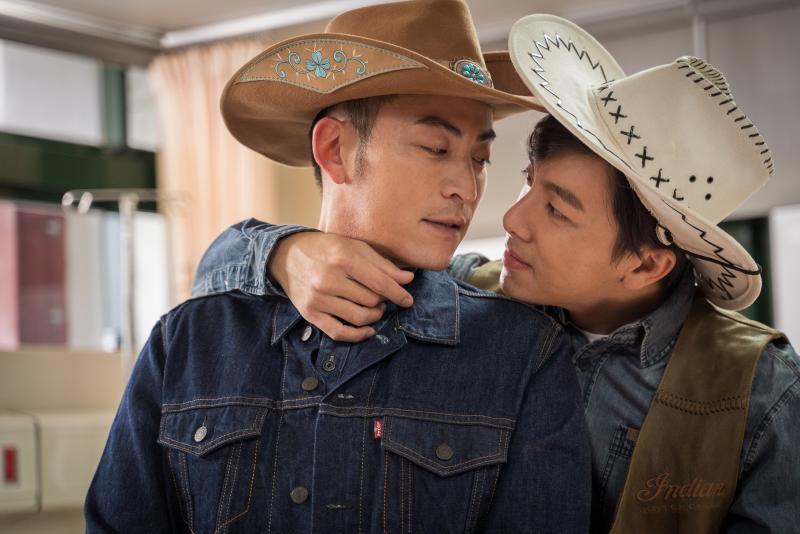 坤達與趙駿亞上演《斷背山》 深情對望「基情」全流出