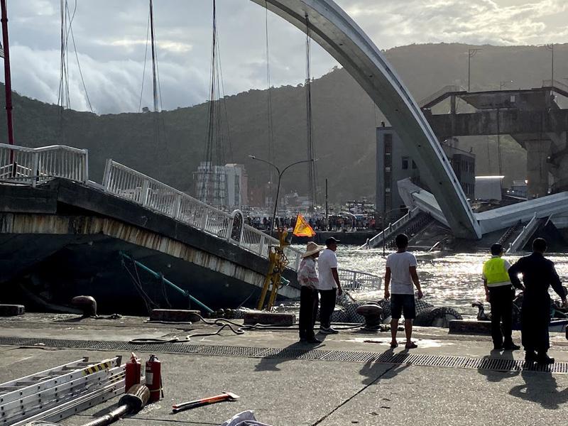 南方澳跨港大橋去年(108年)10月1日上午9時30分突然斷裂崩塌