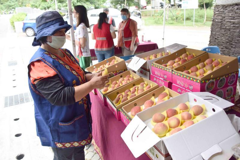▲那瑪夏區正值水蜜桃產季,歡迎大家踴躍訂購。(圖/高市府提供)