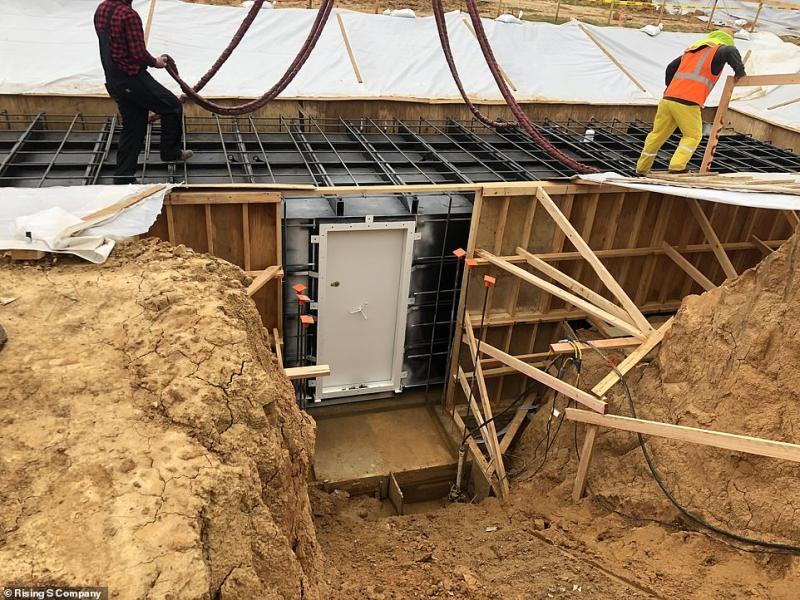 ▲建築工人搭建紐西蘭地下碉堡。(圖/翻攝自