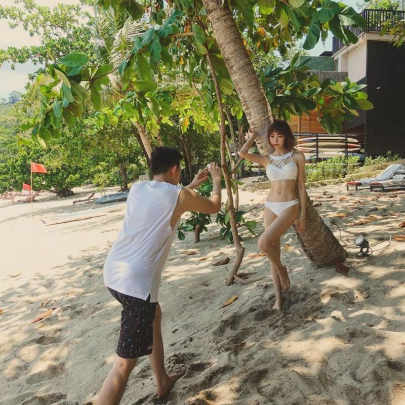 ▲林明禎弟弟幫姊姊拍泳裝美照。(圖/林明禎臉書)