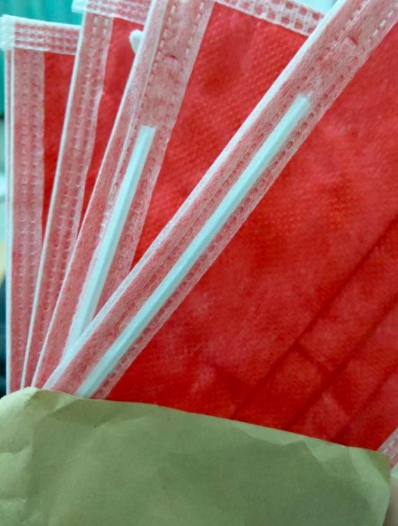 ▲網友樂得說第一次買到這麼鮮豔的顏色。(圖/翻攝自《DCARD》)