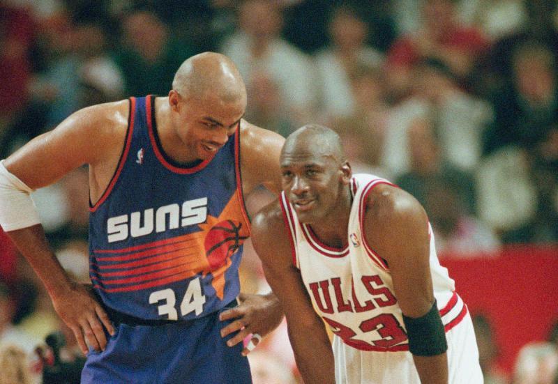 ▲Charles Barkley(左)與Michael Jordan。(圖/美聯社/達志影像)