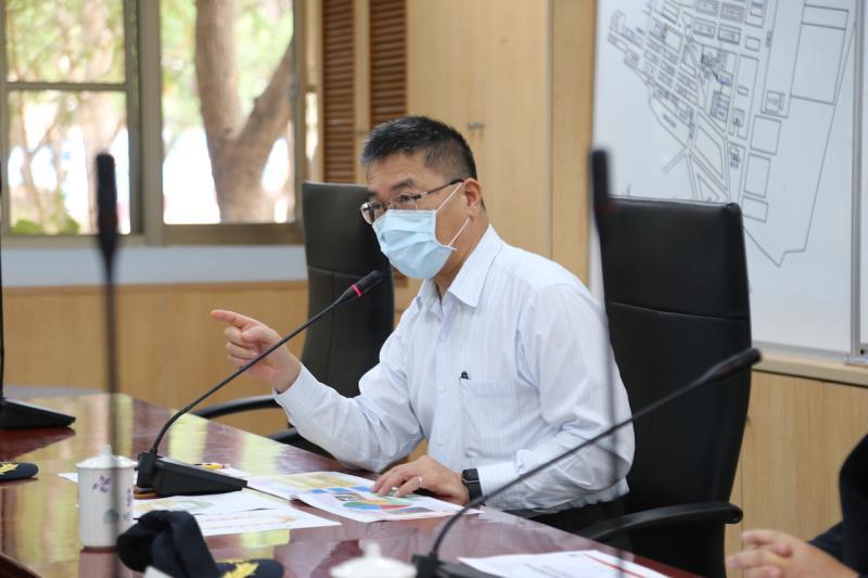 ▲內政部長徐國勇(中)視察成功嶺,要求加強防疫。(圖/內政部提供.2020.05.06)