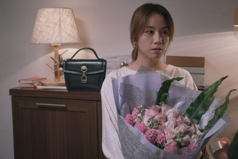 ▲鄧麗欣在片中遇到結婚問題。(圖/采昌)
