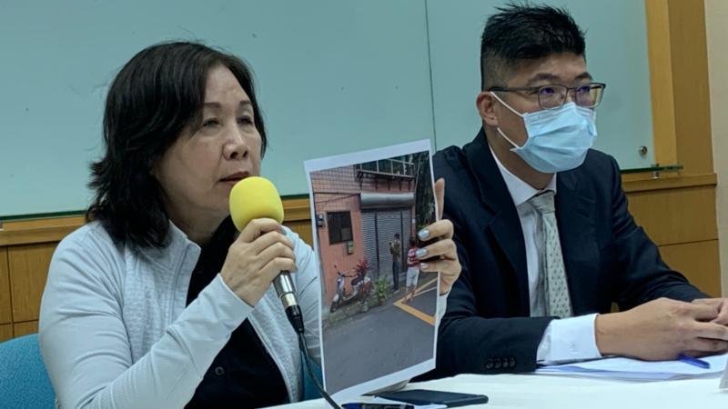 立委何志偉的母親、前立委薛凌,指控同樣要競爭民進黨北市黨部主委的候選人王孝維是黑道。
