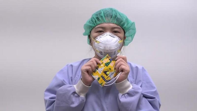 ▲有專用的口罩收納袋可用,避免口罩丟在桌上或口袋,有沾染更多細菌病毒的可能。(圖/記者陳雅芳攝,2020.05.06)