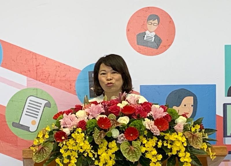 黃敏惠市長非常關切的立刻要求社會處、民政處、東西區公所等迅速整合,提供使民眾安心的申請服務。