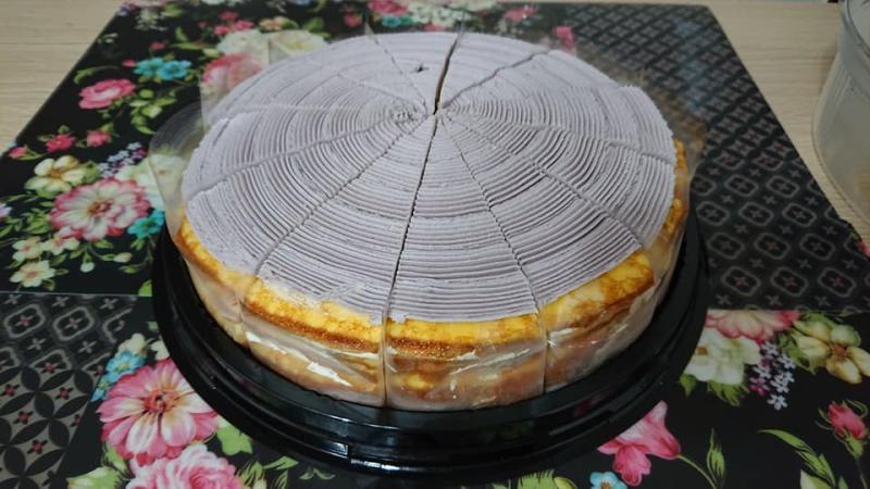 ▲芋泥千層蛋糕,打開就已切好,非常方便。(圖/翻攝自我愛全聯-好物老實説)